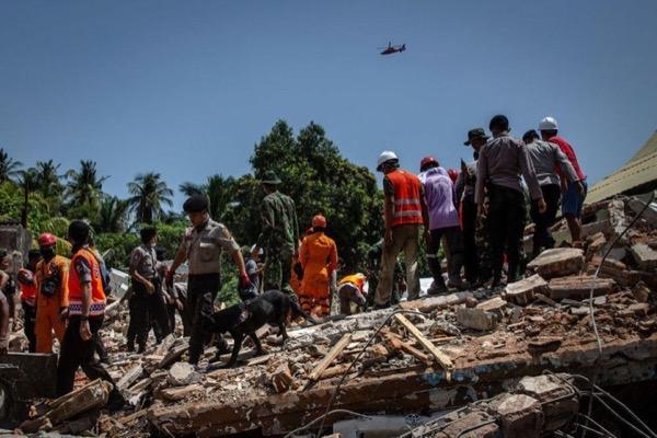 """Facebook xin lỗi vì """"chúc mừng"""" thảm họa động đất tại Indonesia"""