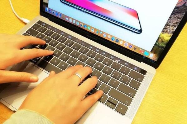 Hết lỗi quá nhiệt, MacBook Pro 2018 lại bị người dùng tố loa rè