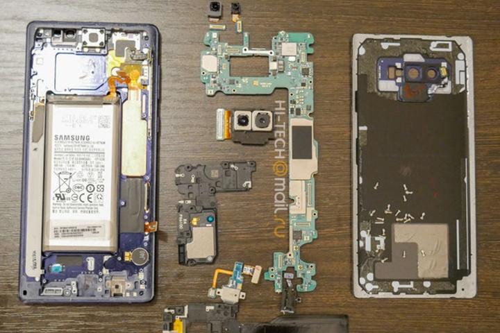 """Xẻ thịt Galaxy Note9 cho thấy hệ thống làm mát nước-cacbon"""" cỡ lớn"""