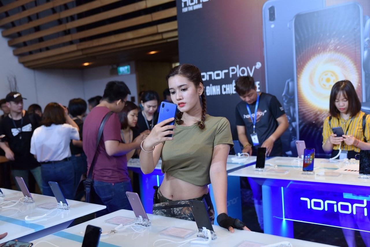 Điện thoại chuyên game Honor Play ra mắt tại Việt Nam: GPU Turbo, Kirin 970, giá 6,99 triệu