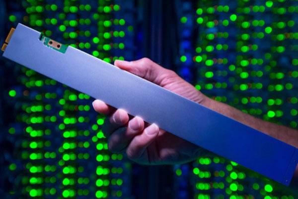 """Intel ra mắt SSD hình giống cây thước, dung lượng """"khủng"""" 32TB"""