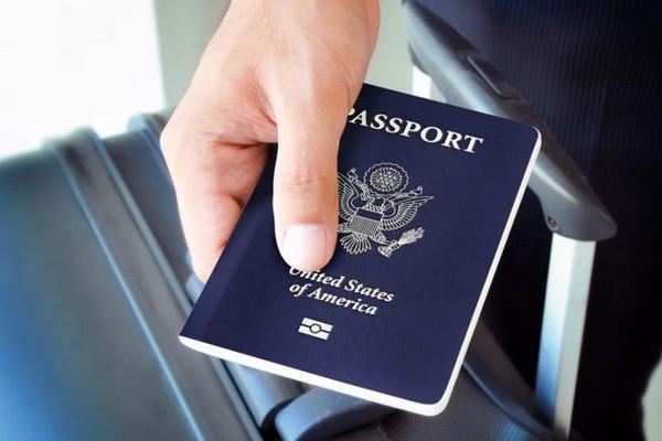 """Apple tham vọng """"khai tử"""" hộ chiếu giấy truyền thống với iPhone"""