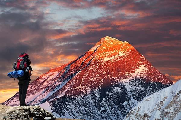 Ai dọn 14 tấn phân trên đỉnh Everest?