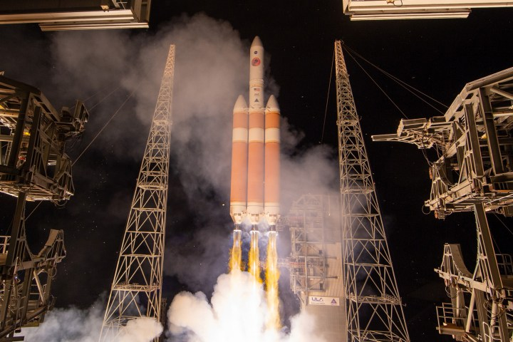 """NASA phóng thành công tàu vũ trụ Parker Solar Probe, bắt đầu sứ mệnh """"chạm vào Mặt Trời"""""""