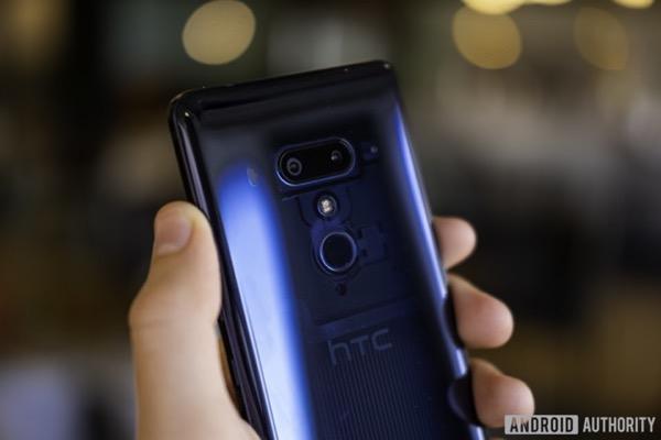 HTC sẽ không trực tiếp sản xuất U12 Life?