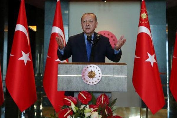 Bị Mỹ áp thuế, Tổng thống Thổ Nhĩ Kỳ kêu người dân bỏ iPhone, chuyển sang Samsung