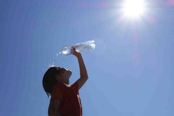 Thời tiết cực đoan và nắng nóng gay gắt hiện nay sẽ còn kéo dài tới ít nhất năm 2022