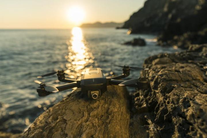 Mantis Q: chiếc drone điều khiển bằng cách... la hét, vẫy tay và mỉm cười