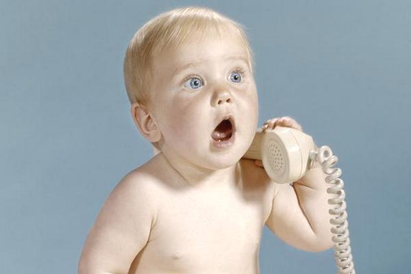 """Đừng khó chịu khi thấy người lớn """"baby talk"""" với trẻ, vì đó là cách hiệu quả để phát triển ngôn ngữ cho bé"""