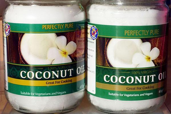 """Giáo sư Harvard: Dùng dầu dừa khi nấu nướng không khác gì """"thuốc độc nguyên chất""""!"""
