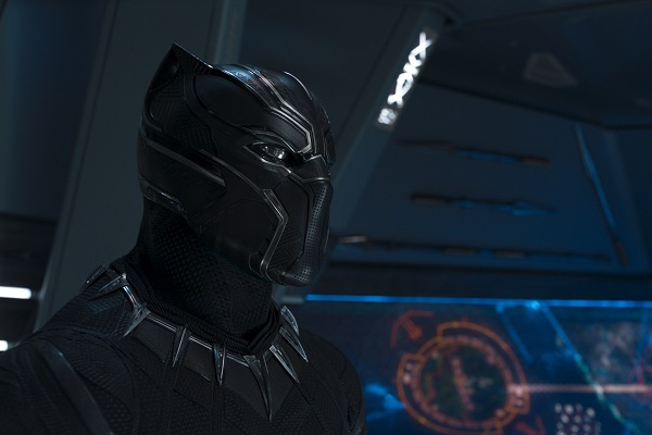 """""""Ấm lòng"""" với thông điệp ẩn chứa trên bộ giáp của Black Panther mới được cư dân mạng phát hiện"""