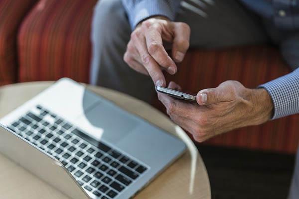 Biến smartphone iOS, Android cũ thành chuột và bàn phím không dây điều khiển laptop