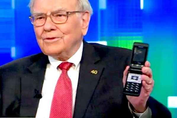 Warren Buffett cho rằng chi 1000 USD để mua iPhone vẫn là rẻ