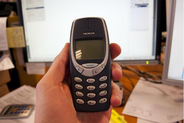 """Hoài niệm: Nokia 3310 """"thần thánh"""" và danh tiếng """"không thể bị phá hủy"""" sống mãi đến ngày nay"""