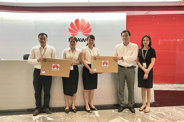Huawei Việt Nam tặng 40 máy tính cho 2 trường học ở Hà Tĩnh và Sơn La