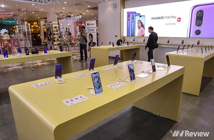 Cận cảnh cửa hàng trải nghiệm đầu tiên của Huawei vừa khai trương tại Hà Nội