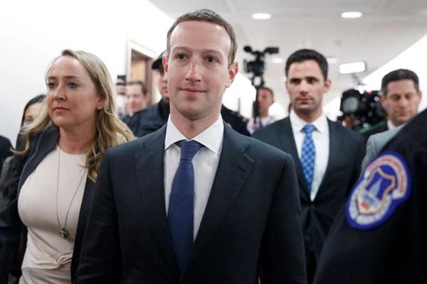 """Mark Zuckerberg """"quy trách nhiệm"""" những rắc rối của công ty gần đây cho... người dùng"""