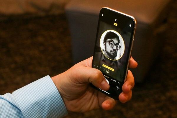 """""""Face ID 2 là cải tiến tôi mong đợi nhất trên iPhone XS"""""""