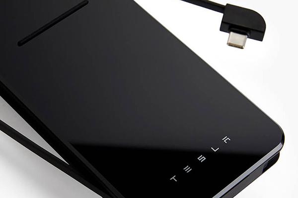 Tesla chuẩn bị bán lại sạc dự phòng không dây, sẽ giảm giá và hoàn tiền chênh lệch