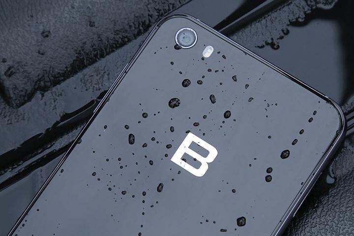 Bphone 3 có chống nước, khả năng màn hình lớn hơn Bphone 2