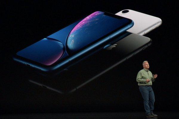 iPhone XR có pin trâu nhất vì không có Super Retina
