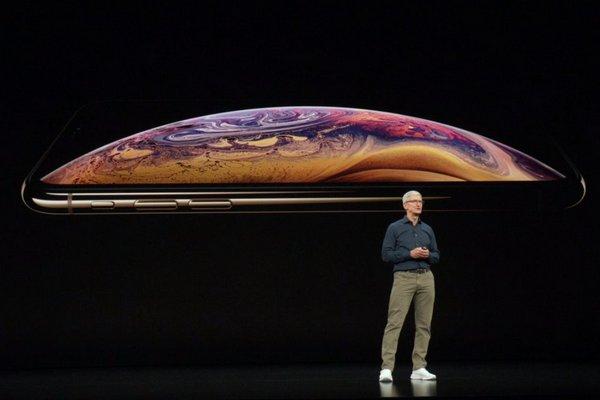 Apple tiết lộ iPhone XS sạc không dây nhanh hơn nhưng lại mập mờ không nói rõ chi tiết