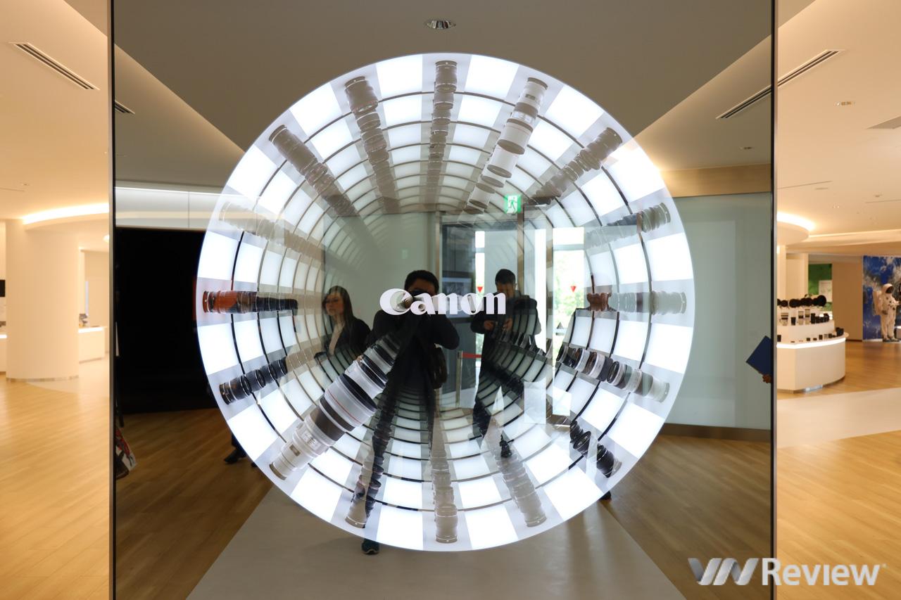 """""""Đột nhập"""" đại bản doanh Canon Nhật Bản: có cả máy chụp cắt lớp, màn hình 8K HDR, đồ cho phi hành gia"""