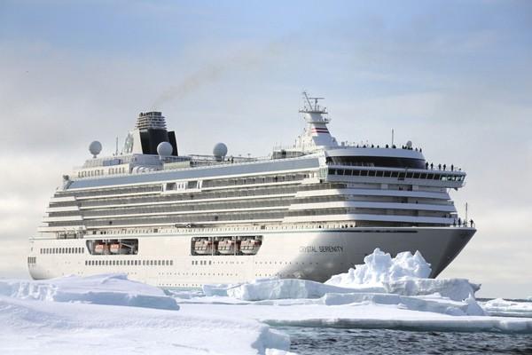 """Du thuyền chẳng khác một """"thành phố nổi"""" chuyên gây ô nhiễm trên biển là bao"""