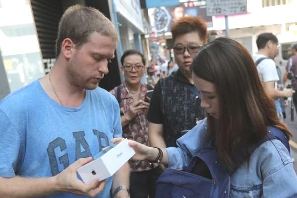 Dân buôn iPhone tại Hồng Kông khó mua lại iPhone XS Max vì nhiều người đòi giá cao