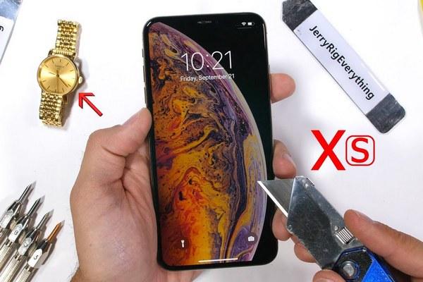 """JerryRigEveryThing tra tấn iPhone XS Max: Apple đã """"chém gió"""" về tấm kính bảo vệ màn hình?"""