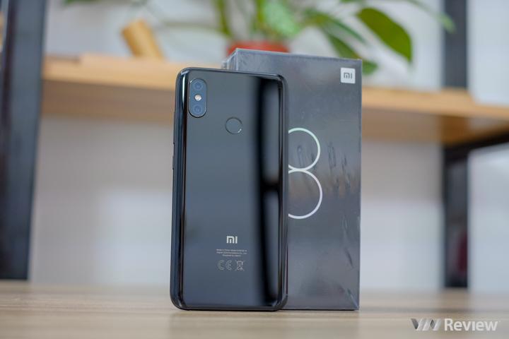 """Đánh giá Xiaomi Mi 8: bị chính """"anh em trong nhà"""" kìm kẹp"""