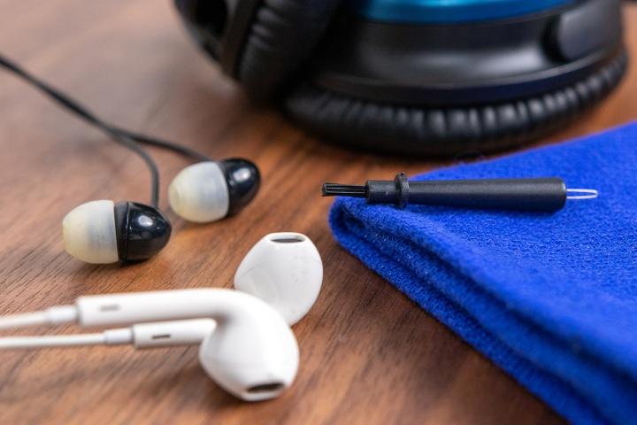 Lau chùi earbud và headphone như thế nào cho đúng cách?