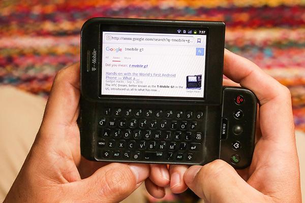 """""""Chiếc smartphone Android đầu tiên thật xấu xí, và tôi yêu nó"""""""