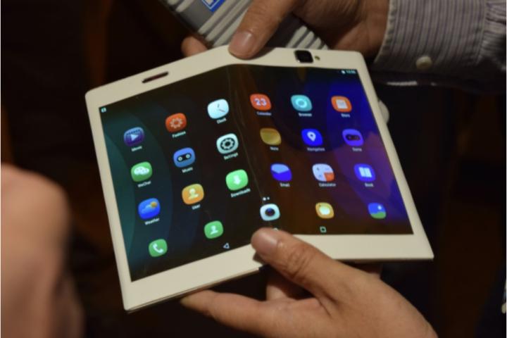 Lenovo có thể sẽ công bố một chiếc smartphone màn hình gập vào ngay tháng sau