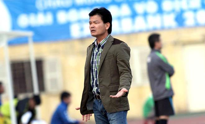 """Lý do gì HLV Nguyễn Văn Sỹ của Nam Định nói """"bóng đá giống như trò hề""""?"""