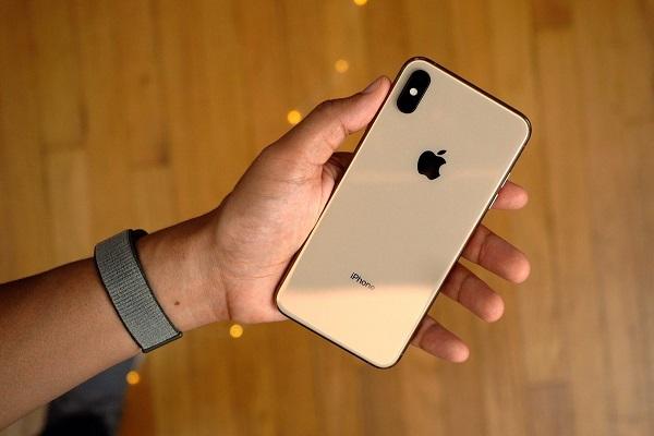Một số chiếc iPhone XS và iPhone XS Max gặp lỗi không tự động sạc khi cắm dây