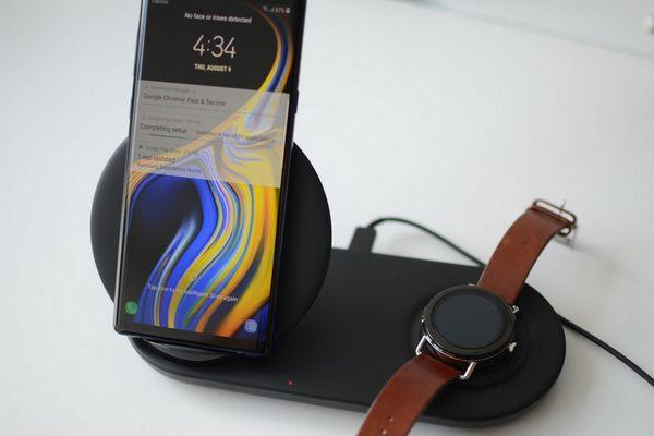 Sạc không dây kép của Samsung có thể sạc được cho iPhone không?