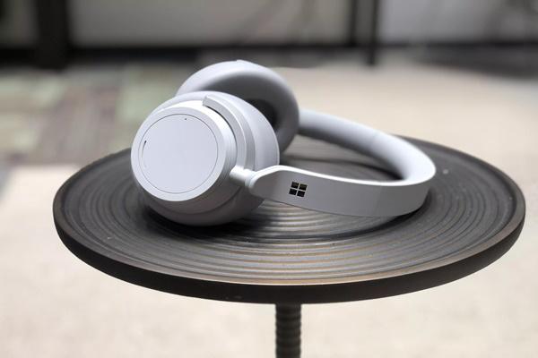 Microsoft ra mắt tai nghe Surface Headphone: 13 mức tùy chỉnh chống ồn khác nhau, giá 8,1 triệu đồng