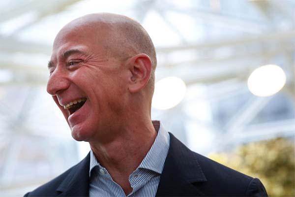 Nhân viên Amazon làm cả năm mới bằng Jeff Bezos làm trong 11,5 giây