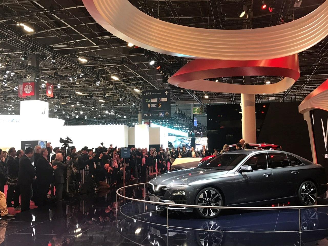 Sedan và SUV VinFast tiếp tục gây tò mò ở Paris Motor Show 2018