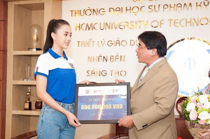 Hoa hậu Trần Tiểu Vy được tặng học bổng 600 triệu đồng gây tranh cãi