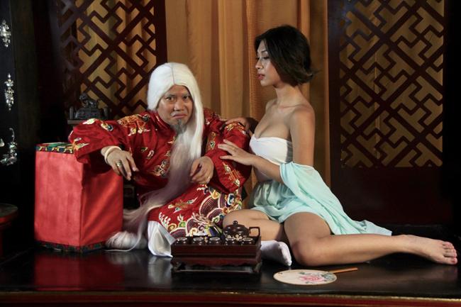 """Kim Bình Mai bản Việt gây sốc vì """"xôi thịt"""", cảnh cưỡng hiếp"""