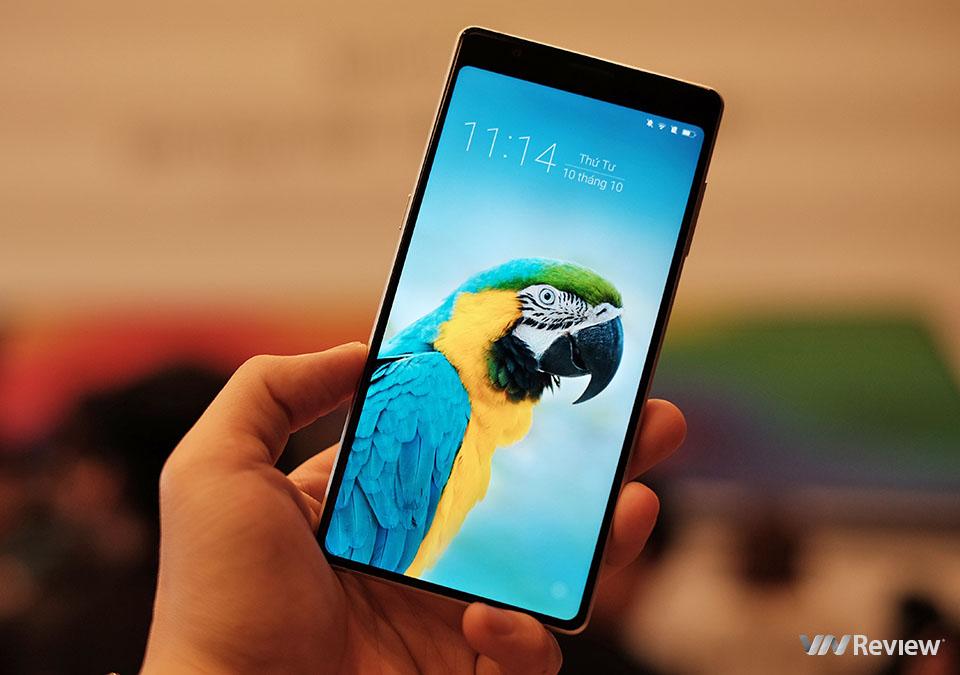 Trên tay Bphone 3: màn 6 inch tràn đáy, cử chỉ toàn diện, IP68, giá mềm hơn