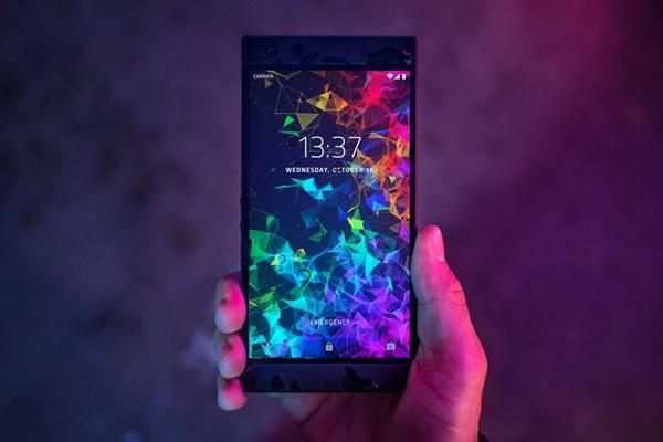 Razer Phone 2 chính thức ra mắt: Snapdragon 845, làm mát bằng buồng hơi, đèn logo 16,8 triệu màu