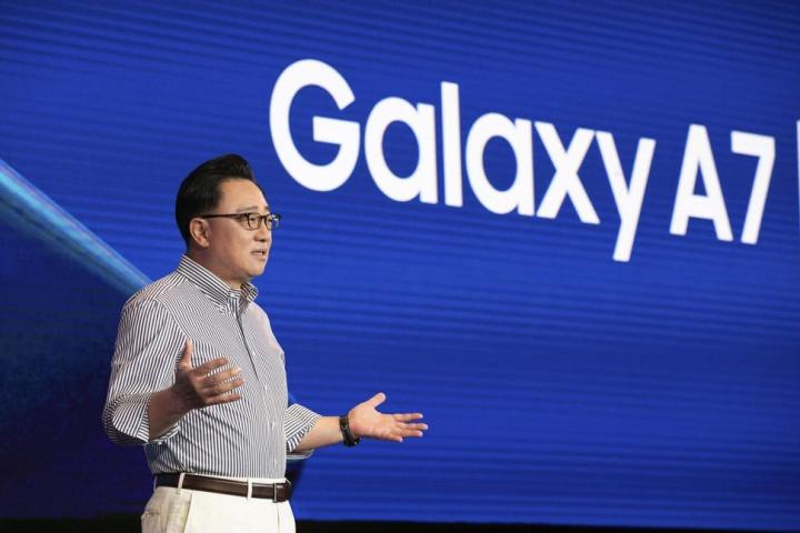 Thiết bị gập của Samsung sẽ là một chiếc tablet có khả năng biến hình thành điện thoại