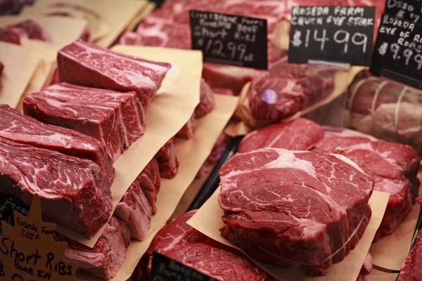 Để đủ lương thực cho cả hành tinh và chống biến đổi khí hậu, tốt nhất bạn nên ăn ít thịt đi