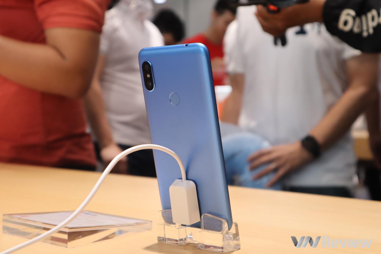 Cận cảnh Xiaomi Redmi Note 6 Pro vừa lên kệ tại Việt Nam: smartphone đầu tiên của Xiaomi có 4 camera