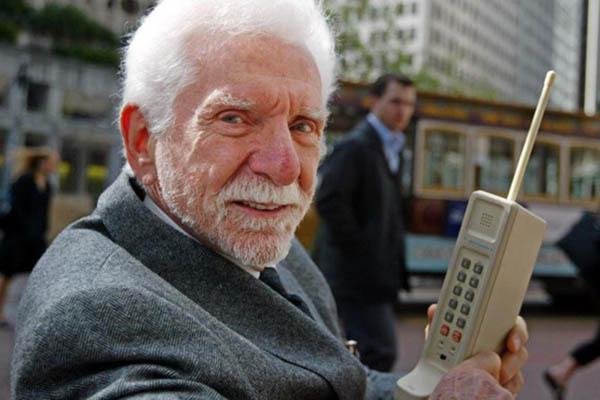 Phút giây lịch sử của nhân loại: tròn 35 năm trước, chúng ta chính thức sở hữu mạng di động 1G