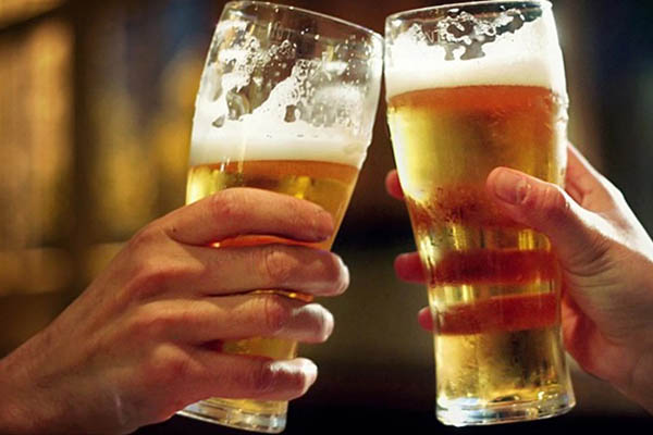 Tin buồn cho dân nhậu: Biến đổi khí hậu sẽ khiến bia tăng giá mạnh!