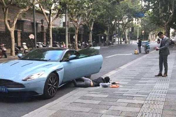 """Trung Quốc: Cô nàng bị phạt tiền vì chụp ảnh theo trào lưu """"ngã sấp mặt"""" Falling Stars Challenge"""
